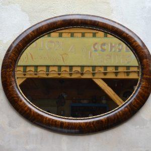 Starožitné zrcadlo v oválném rámu