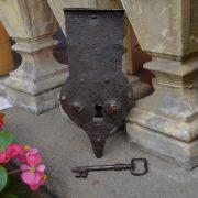Starožitný truhlový zámek