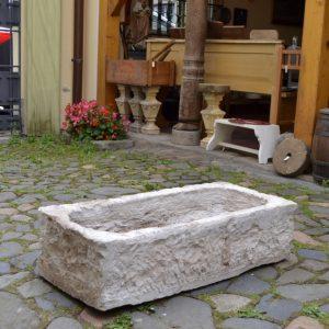 Staré kamenné koryto