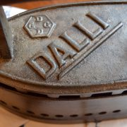 Starožitná žehlička zn. DALLI