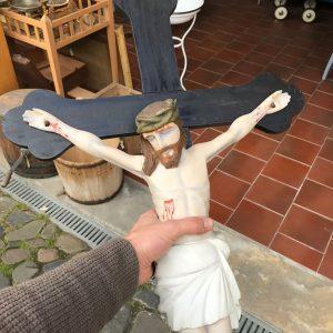 Řezaný Kristus na kříži