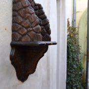 Starožitná polička na sošku