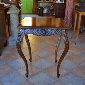 Starožitný nerokokový stolek