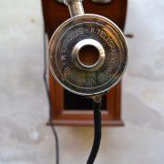 Sběratelsky zajímavý starožitný telefon