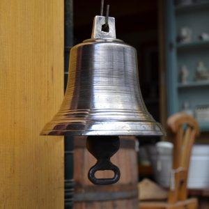 Starožitný zvon z bronzu
