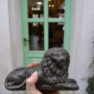 Dveřní starožitná zarážka ve tvaru lva