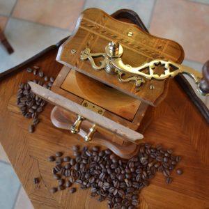 Starožitný kávomlýnek