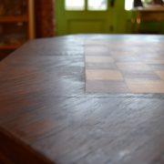 Starožitný šachový stolek